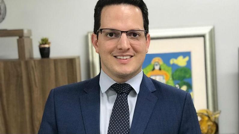 Leopoldo Veiga Jardim toma posse no Conselho Estadual de Educação de Goiás